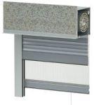 System podtynkowy SP przeznaczony jest do stosowania zarówno w nowo wznoszonych budynkach, jak również po dokonaniu zmian w obrębie nadproża w już istniejących. Skrzynka rolety stanowi jednocześnie podłoże pod materiał wykończeniowy elewacji, dzięki czemu doskonale wkomponowuje się w fasadę budynku. Poza typowymi zaletami roleta w systemie SP nie ingeruje w konstrukcję ani nadproża, ani okna co zapewnia doskonałą izolację termiczną i akustyczną.